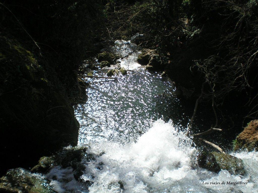Cascada del Río Hueznar vista desde arriba en la sierra norte de Sevilla - Los viajes de Margalliver